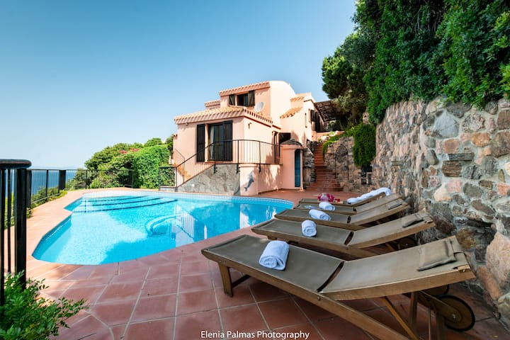 Villa Lia with private pool and views