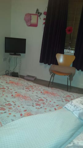 Dbl bedroom  ensuite, with TV and WiFi