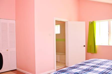 South Grove Convenient Apartment 5 - La Tourney - Leilighet