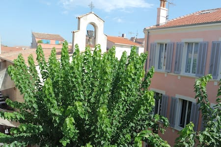 Charming old town 1.5 room flat - harbour at 100m