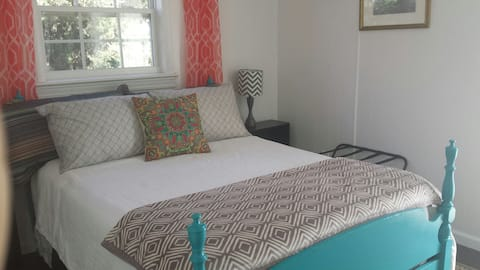 Guest Suite with Private Entrance Close to Beach