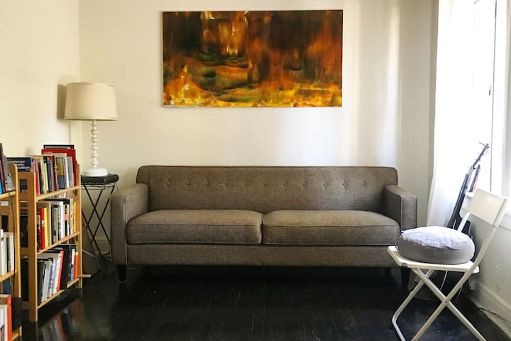 One Bedroom Apartment in the heart of Echo Park.