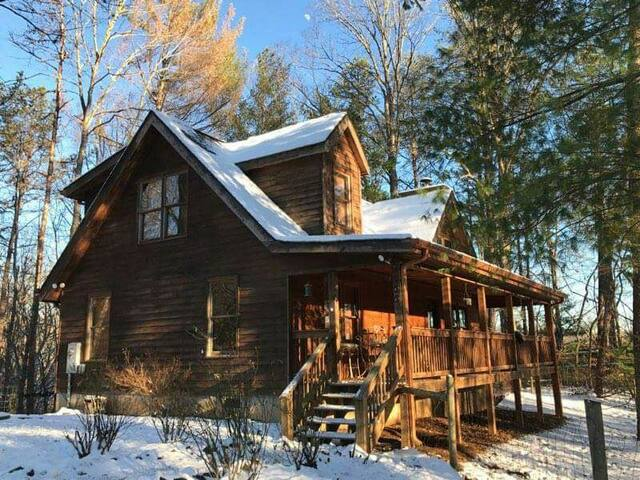 Cozy Cabin 3br/2ba with firepit
