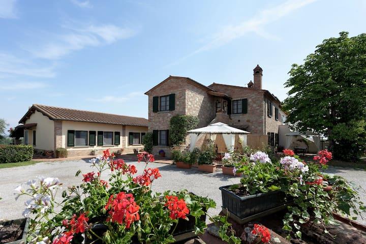 Graceful Home in Foiano della Chiana with Garden