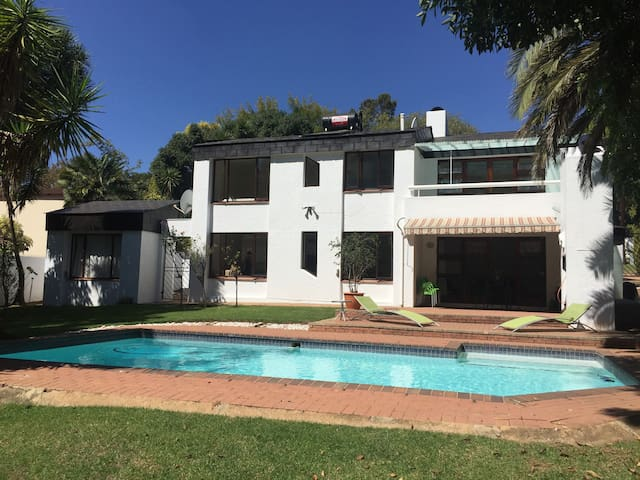 Spacious home from home - Johannesburg - Dom