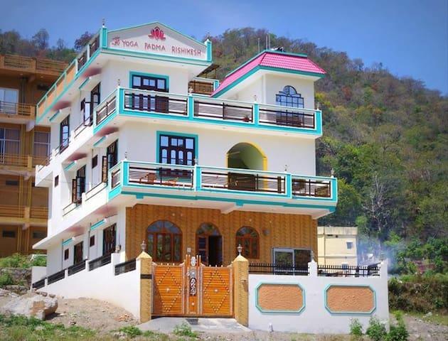 Raj Niketan Homestay