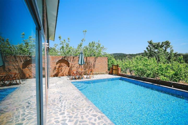位于北戴河的红砖泳池别墅套房 - Qinhuangdao - Villa