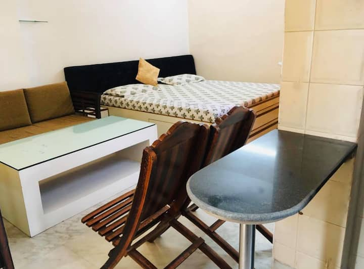 ★ ★ Modern airy newly renovated studio south delhi