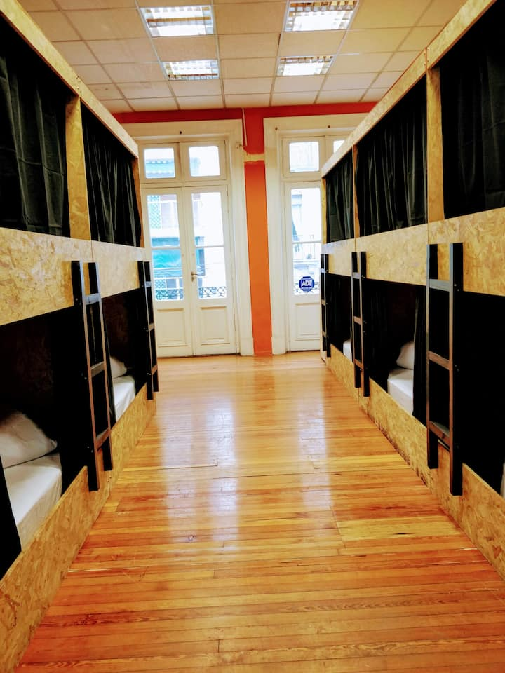 Hab Compartida, cama privada con cortinas blackout