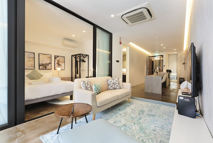 Contemporary, Modern 2 Bedroom w/ Balcony - CBD