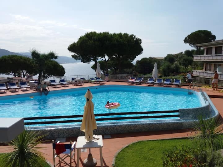 Seaview, pool and relax