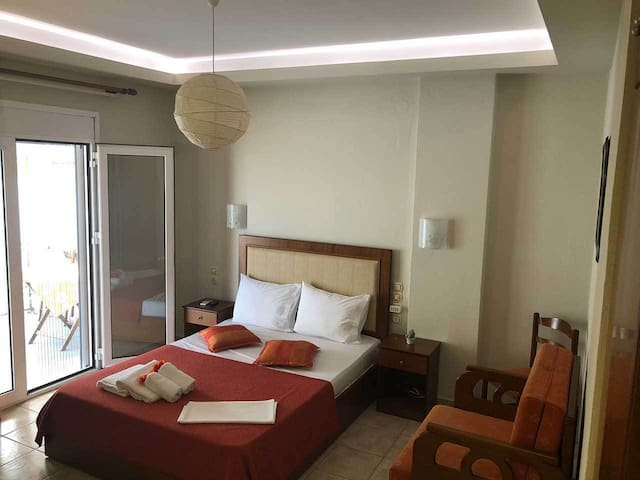 Superior Double Hotel Room with Balcony in Volos