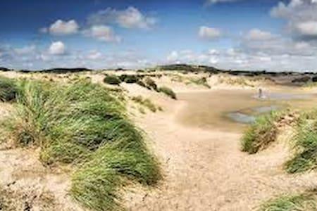 Uniek vrijstaand huisje aan het strand (100mtr.) - Noordwijk