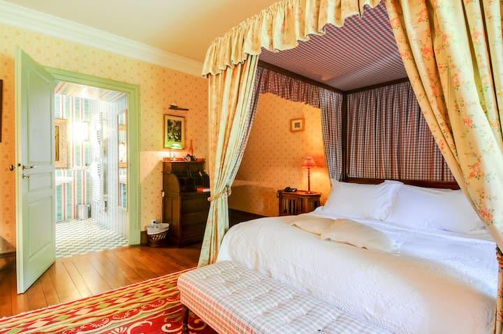 """""""Privilège"""" Room at the Castle"""