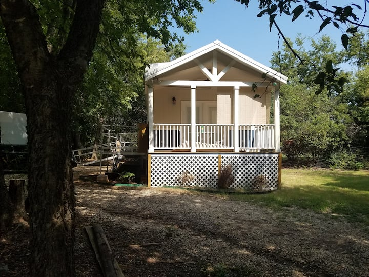 SS Professor O'Ryan EXT STAY COTTAGE