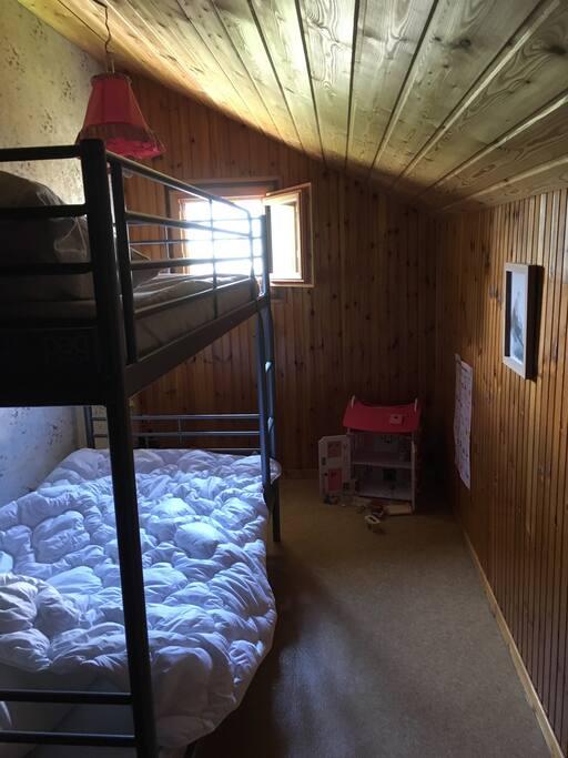 1 chambre avec lits superposés