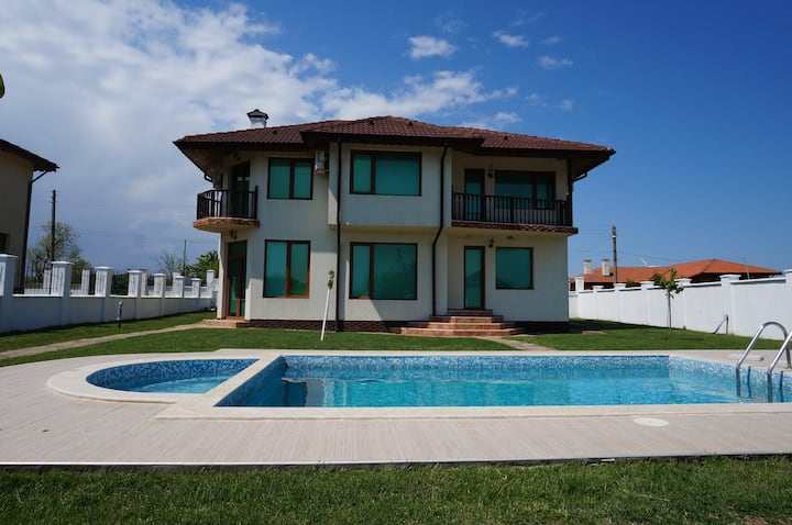 Self catering villa with pool close to the beach