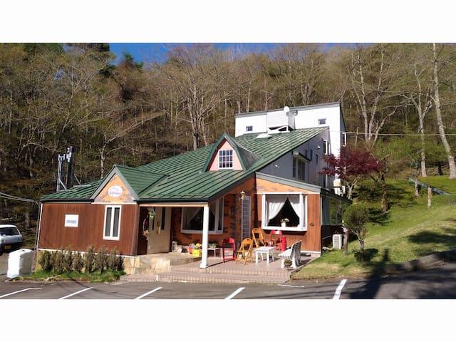 ペンションステップハウス山中湖に貸切で泊ろう!最大26名様まで宿泊可。美味しい朝食&コーヒーと共に。