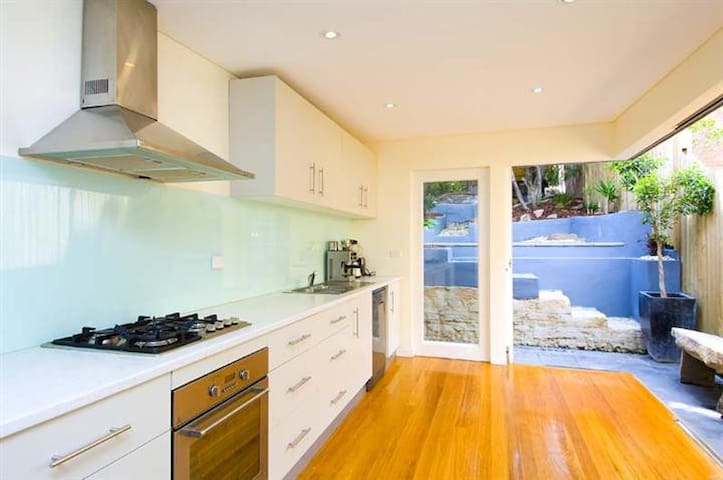 Period Style House 5 mins from CBD - Rozelle - House