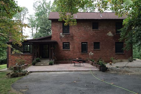 4 **** Accommodations - Louisville - House