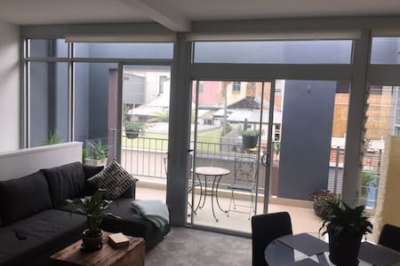 Gorgeous private Apartment-Studio with garage&deck - Beaconsfield - Apartamento