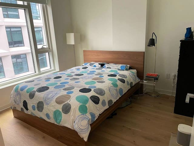 Queen sized bed with memory foam mattress and pillows, plenty of light with the blinds up.