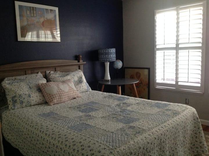 Jannifreds' Abode- Vincent Room