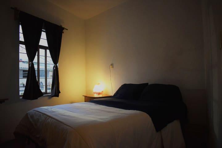 Habitación económica con cama matrimonial