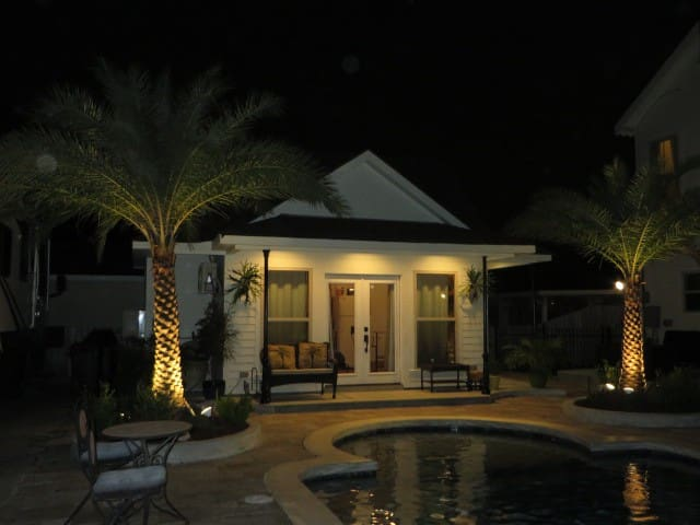 Poolhouse 3.5 miles from French Quarter - Arabi - Bungalov