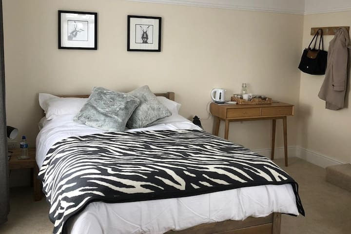 1 Ashford Road Guesthouse –  Great for families