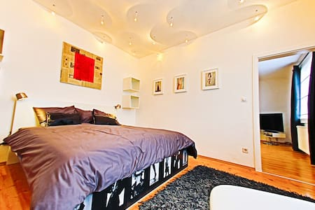 Modern Apartment Vienna - Schwechat - House