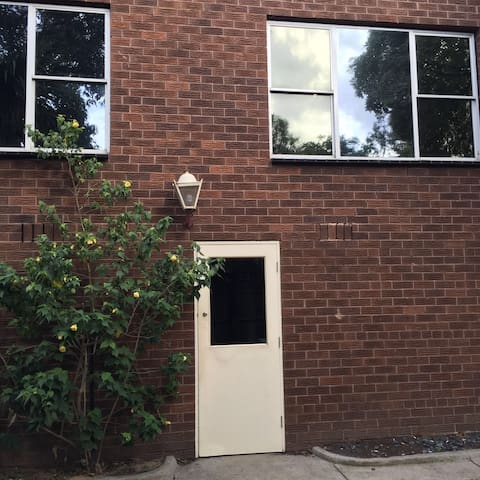 A cheap place in Glen(breakfast,pickup,surcharge) - Glen Waverley - Villa