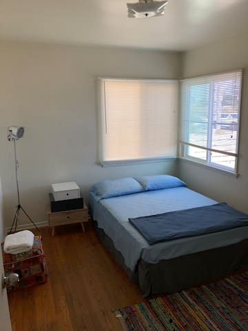 Very cozy and bright room! Venice beach