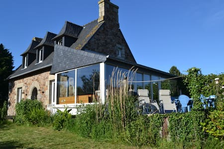 Large house by the sea (50m) - Penvénan - Huis