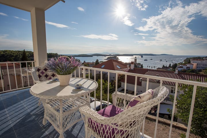 Apartment for 2 with a sea view balcony - Hvar - Apartment