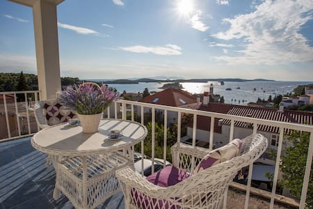 Apartment for 2 with a sea view balcony - Hvar - Apartemen