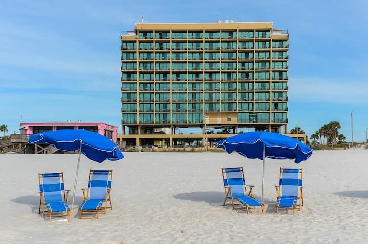 PAS 404 - Hotel Suites on the Beach! 1BR 1.5BA - Full Kitchen! FREE WIFI in every suite!
