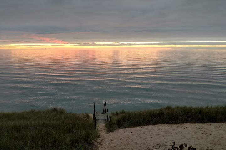 Pine Bluff Cottage on Lake Michigan