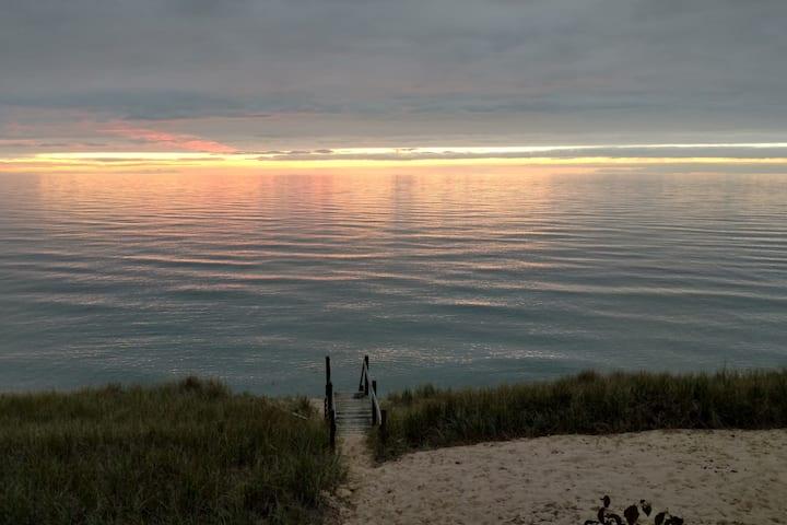 Pine Bluff Cottage on Lake Michigan