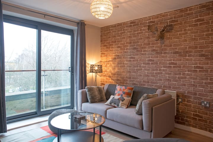 Luxury Lancaster Apartment with Parking - Lancaster - Apartment