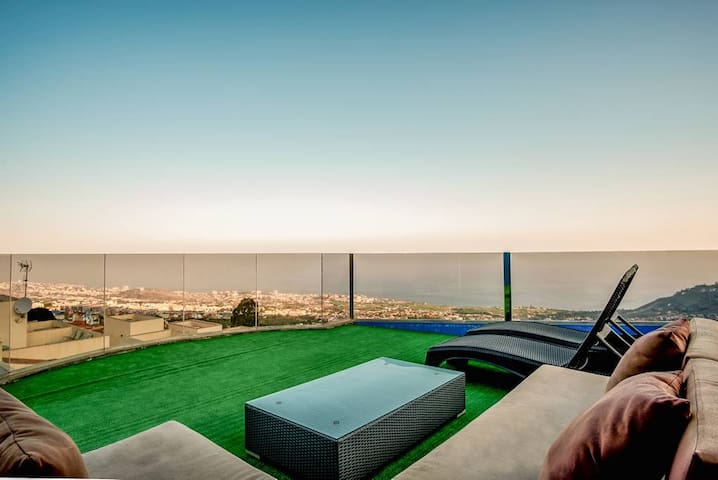 Light & Spacious Penthouse *Terrace *Amazing Views