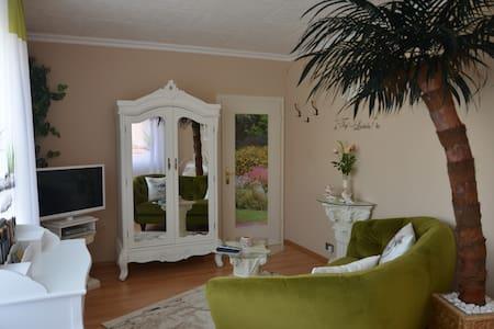 Kuscheliges Apartment mit sonniger Terrasse - Auetal - Casa