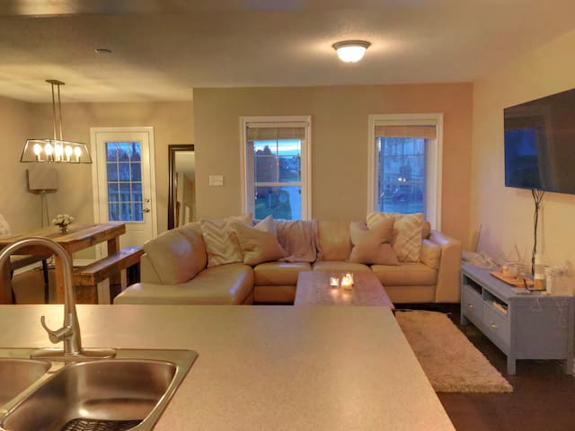 Charming Townhome Conveniently Located