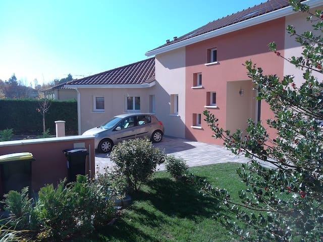 Chambre dans villa neuve avec piscine intérieure - Sainte-Foy-lès-Lyon - House