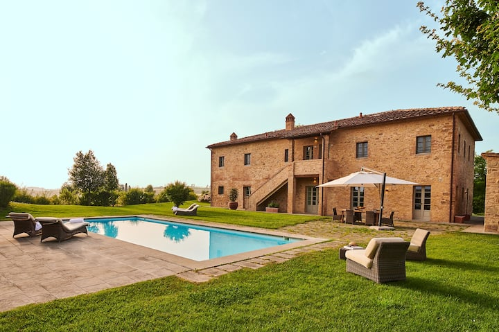 Private countryside villa with swimming pool