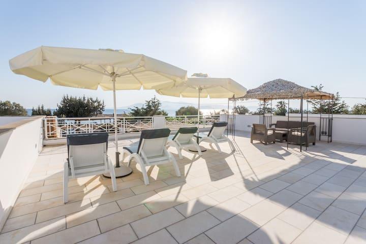 Ariadne Apartment in Plaka Beach