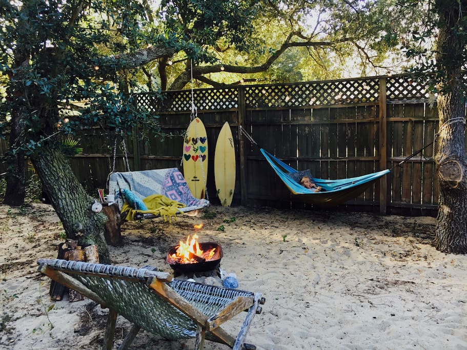 Your cozy yard.your welcome to have a bonfire and soak up the outside