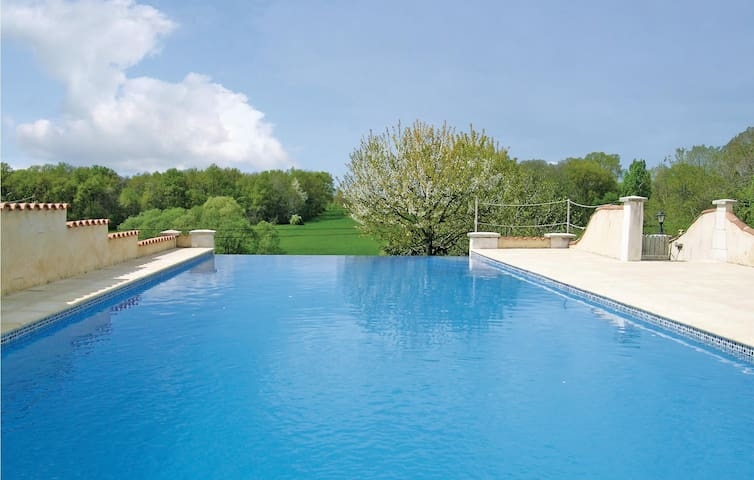 Holiday cottage with 2 bedrooms on 70m² in Montignac Le Coq