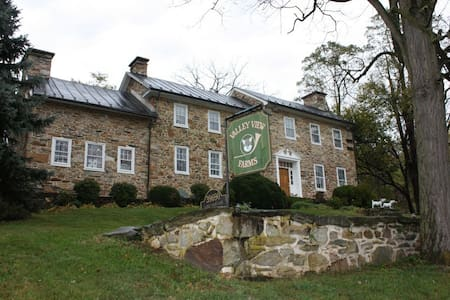 Historic Valley View Farm House Stables Available - Hamilton - Casa