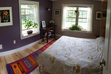 Bedroom in the Blue Roost - Pownal - Rumah